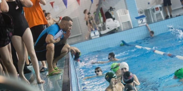 Plaukimas ugdo vaiko pasitikėjimą savimi